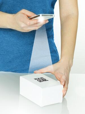 QR-Code auf Paket kleben